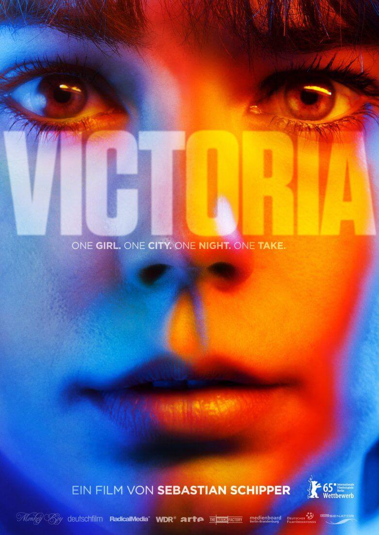 Ein Mädchen, eine Stadt, eine Nacht UND… jetzt kommts: nur ein Take! Der Film 'Victoria' von Sebastian Schipper wurde nicht nur auf der Berlinale hoch gelobt, sondern auch tatsächlich in nur einem Take gedreht. Versteckte Schnitte könnt ihr hier vergeblich suchen! Finden werdet ihr jedoch einen bemerkenswerten Film!