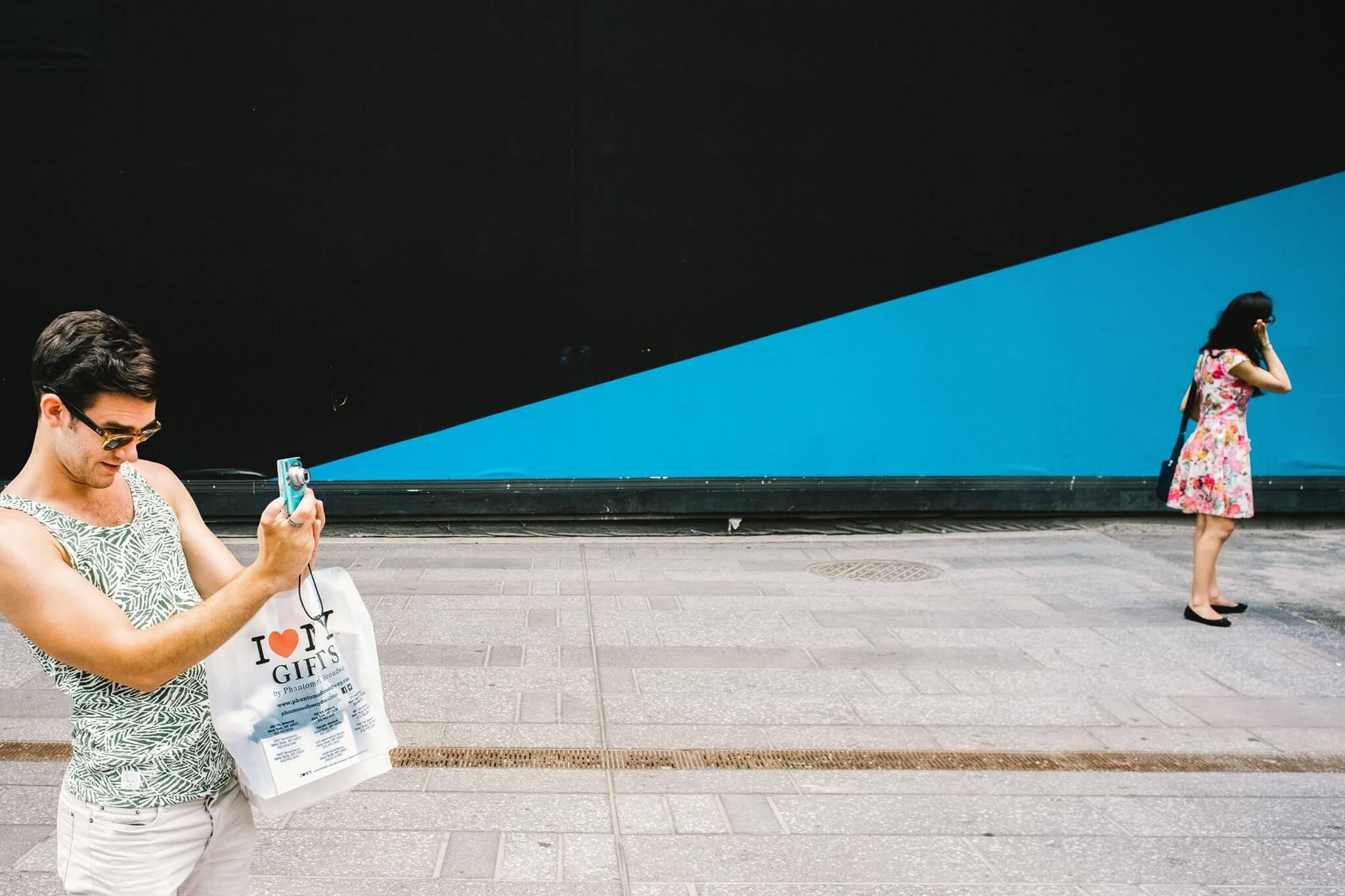 Die Ausstellung World Street Photography zeigt ein Best-of der Straßenfotografie & obendrauf wird das dazugehörige Jahrbuch releast!