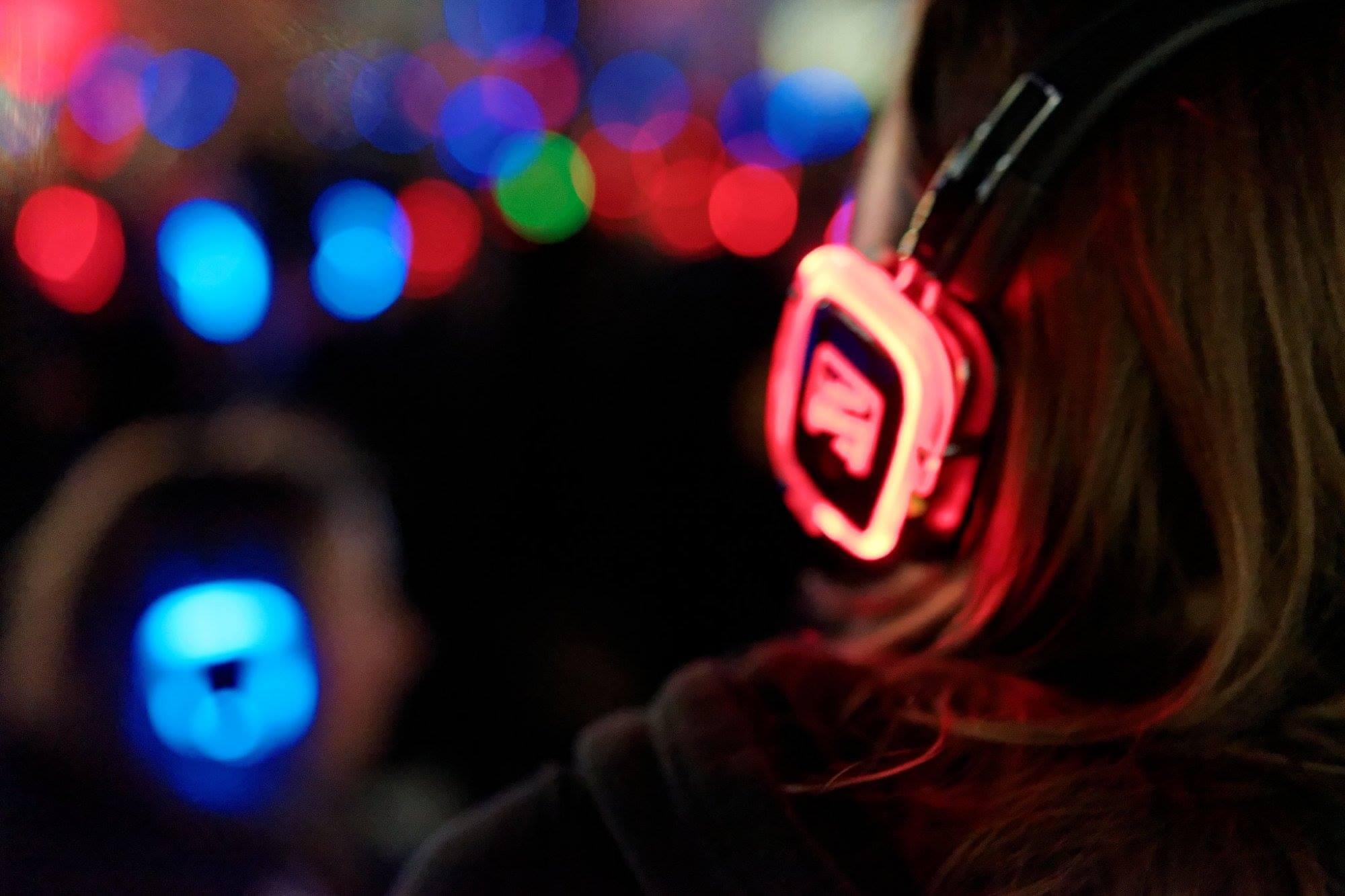 Kopfhörer auf & losfeiern! Bei der Heartphones-Party bekommst du Musik nach deinem Geschmack auf die Ohren. 😉