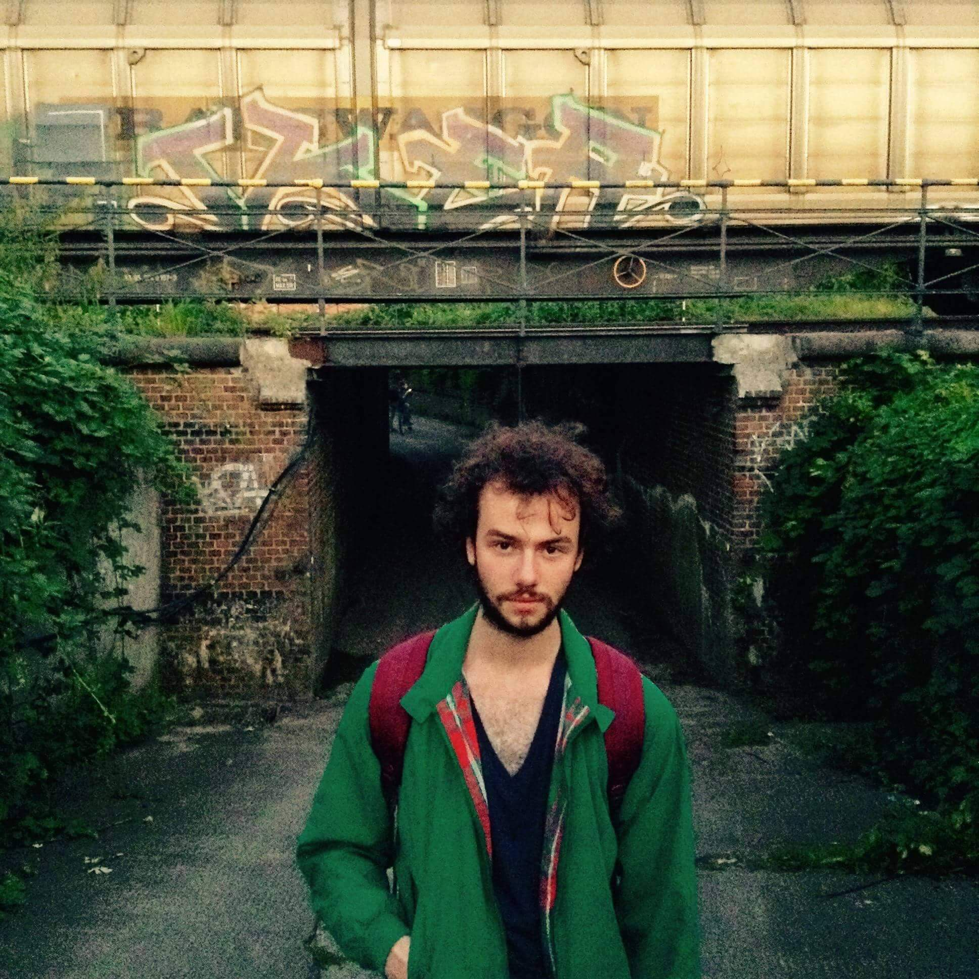 Der Sänger Tillmann Frohberg ist beim Wohnzimmerkonzert am Start – unplugged und hautnah!
