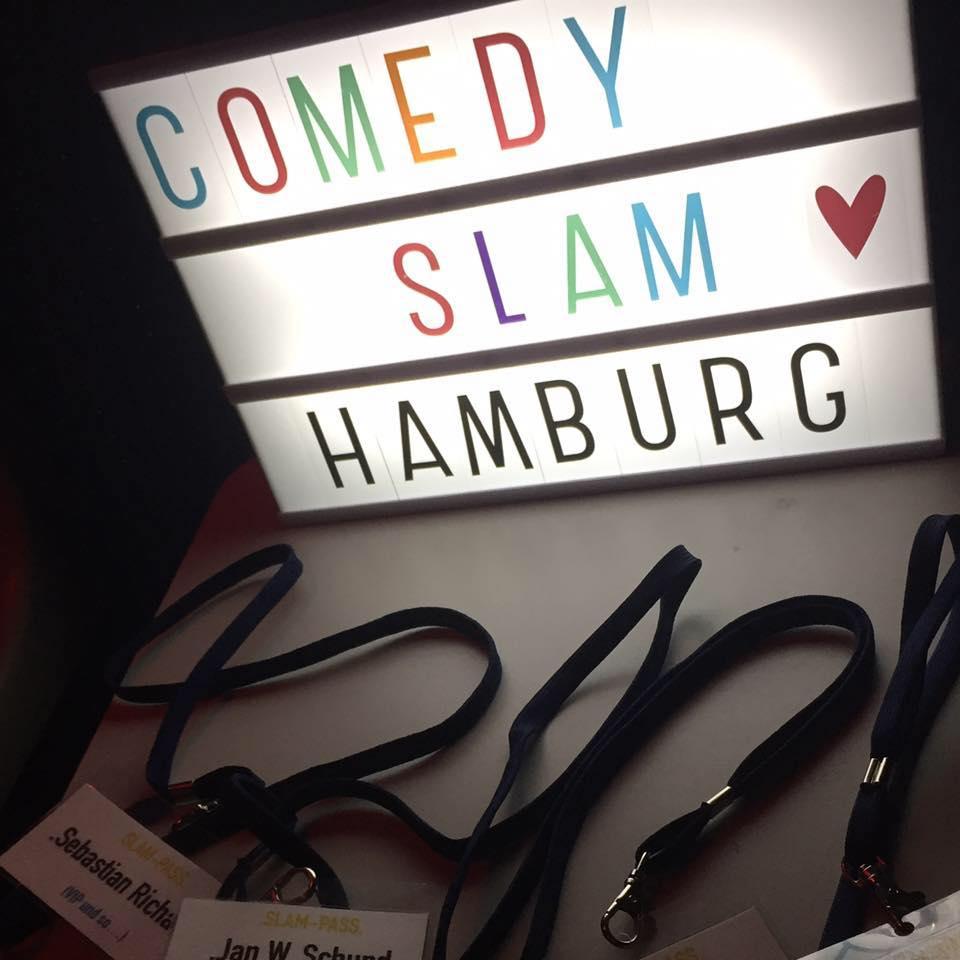 Der Hamburger Comedy Slam zaubert dir garantiert ein Lächeln ins Gesicht!