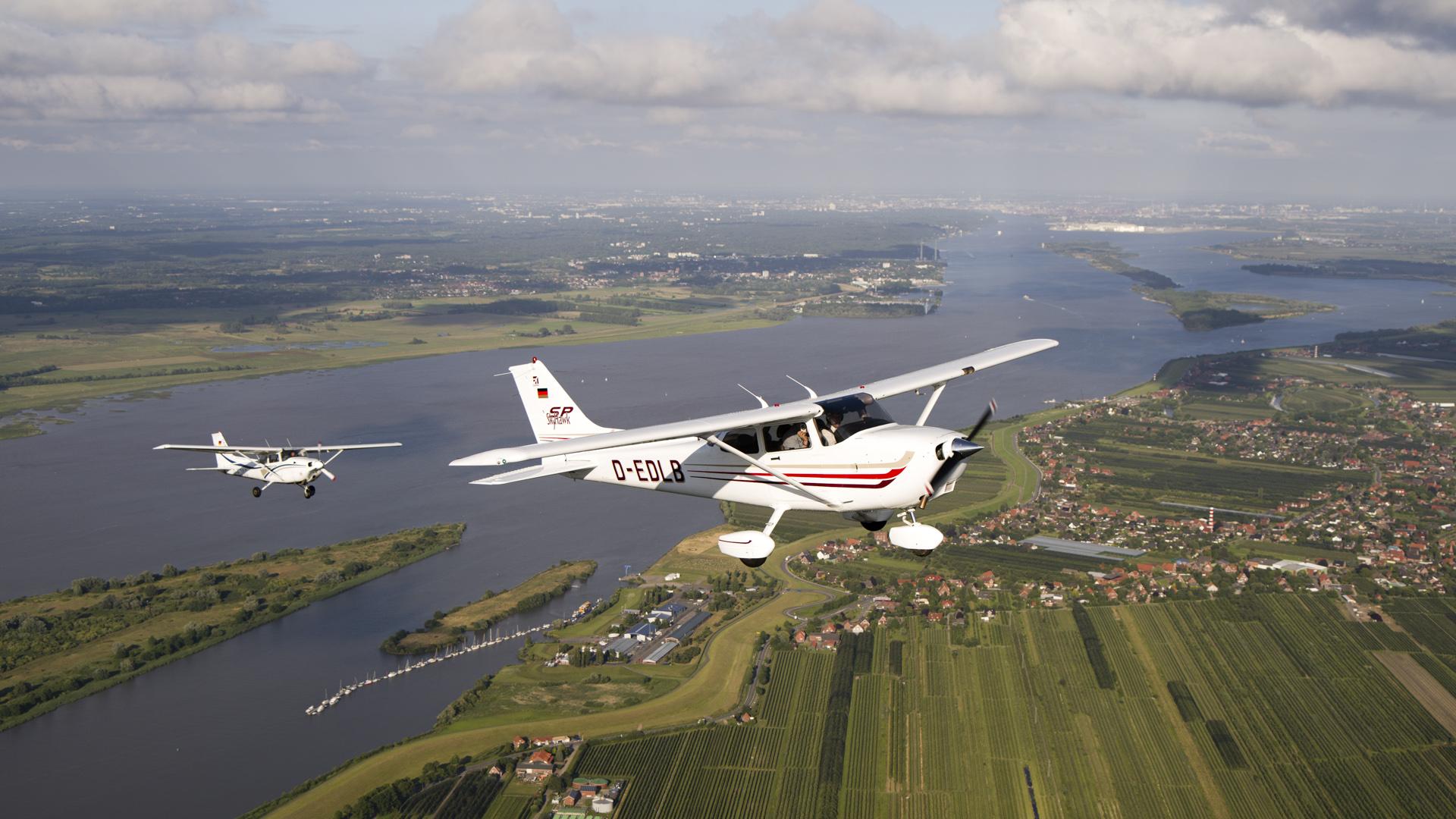 Türchen 1 🎁 Mit CANAIR hoch hinaus: 2×2 Tickets für einen Rundflug über die Stadt!