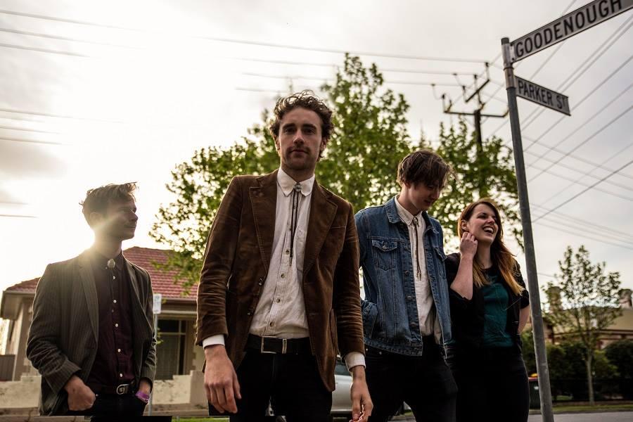 Kaurna Cronin & seine Band bringen gleich 5 Genres von Folk bis Pop auf die Bühne!