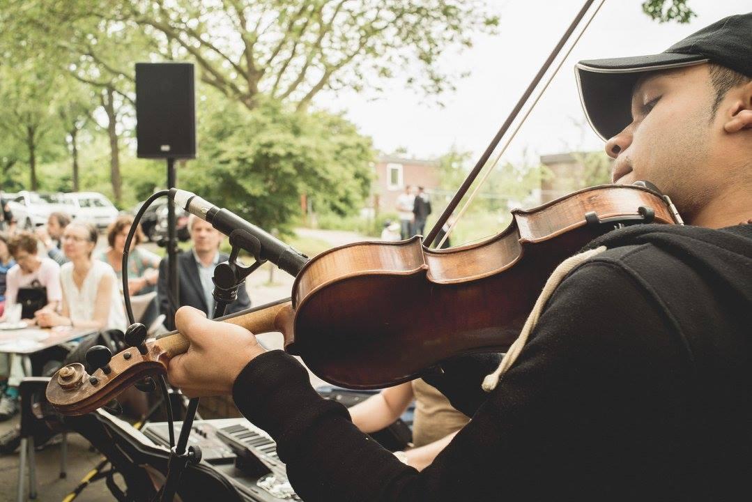 Pack die Picknickdecke ein & lausche den Konzerten im Inselpark!
