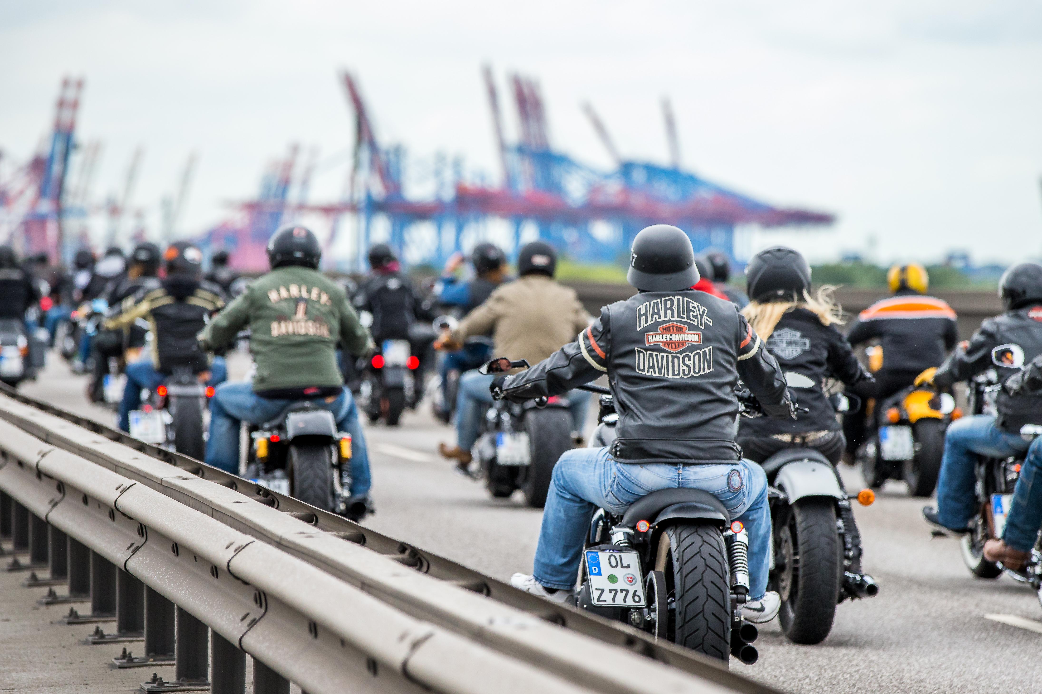 Bei den 15. Hamburg Harley Days steigst du aufs Motorrad oder rockst zu Livemusik.