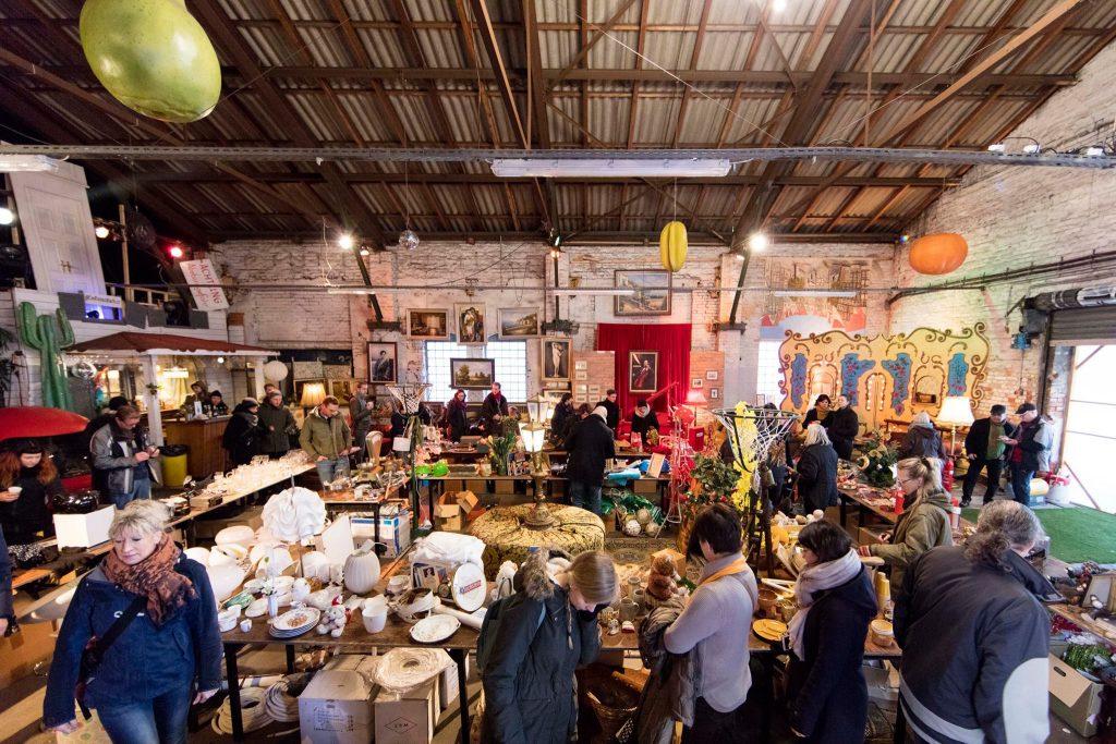 Die muntere Materialwanderung ist ein bunter Flohmarkt in schöner Atmosphäre!