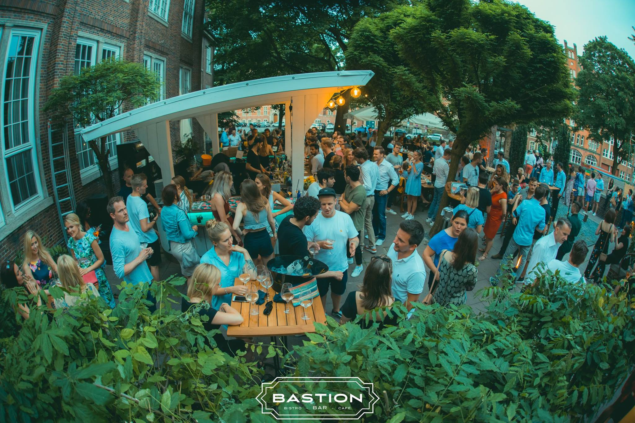 Das Bastion Open Air hat kühle Drinks & leckere Food Specials für dich dabei!