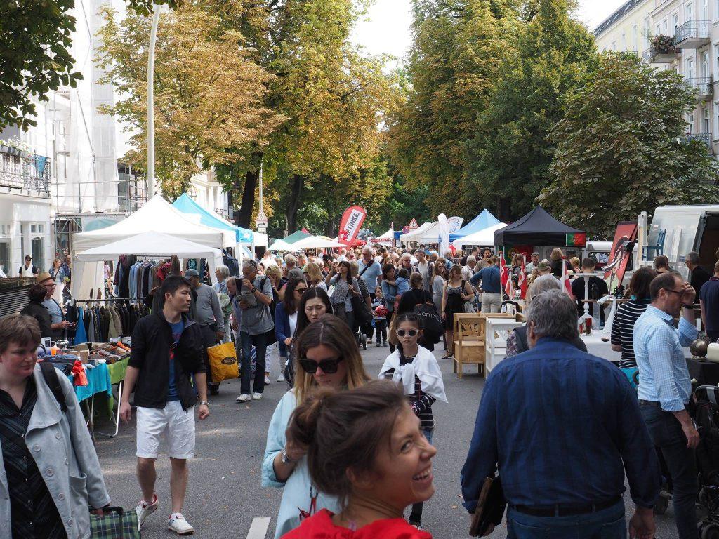 Schlender entspannt durch das Straßenfest und den Flohmarkt im Eppendorfer Weg.