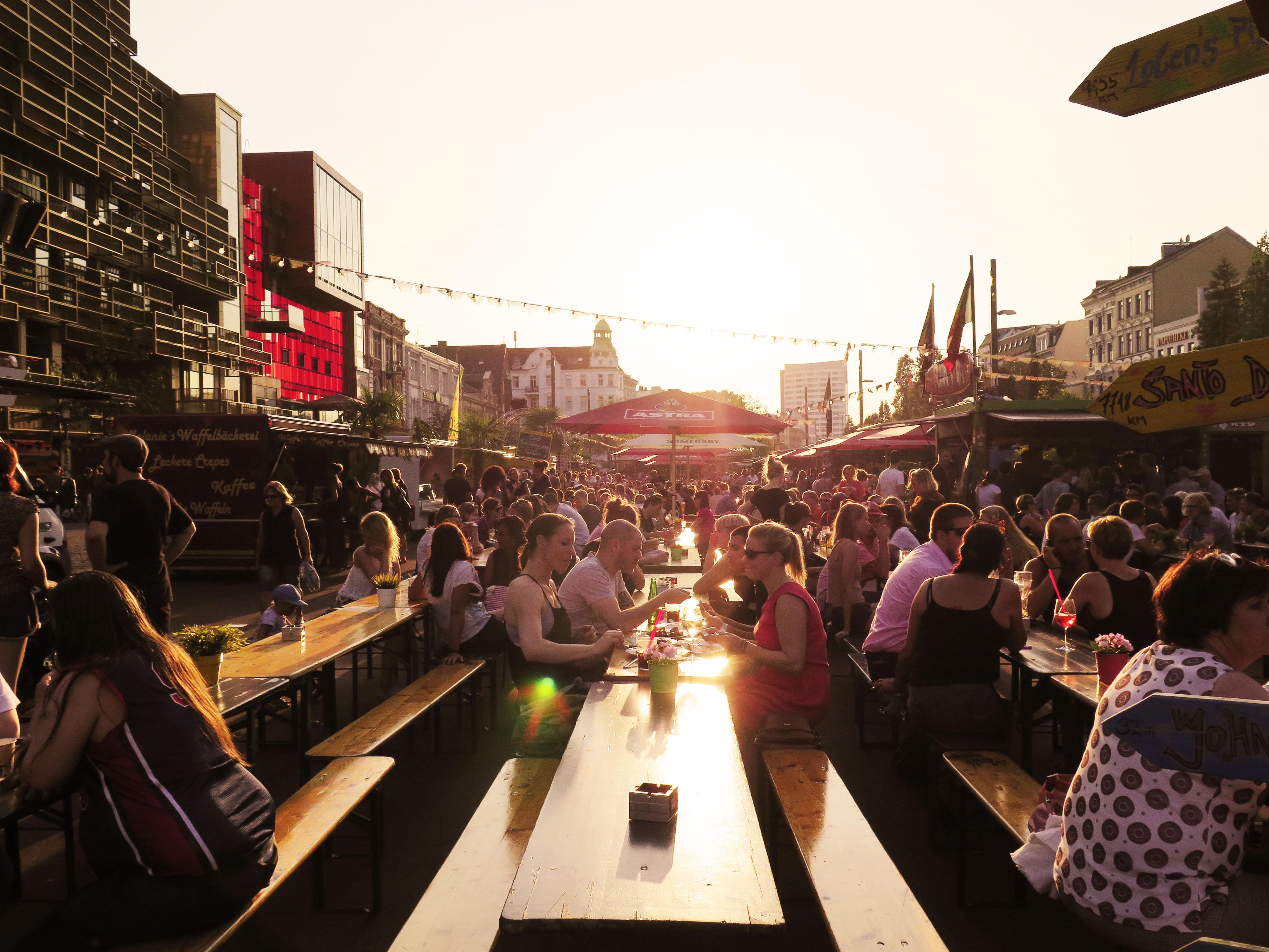 Genieße die Sonne & die Leckereien auf dem St. Pauli Nachtmarkt!