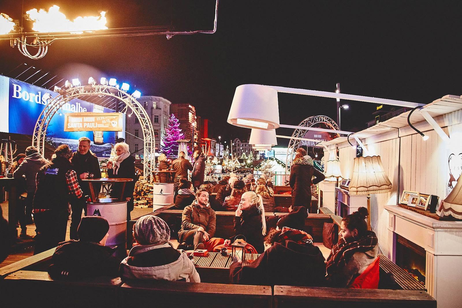 Das Winterdeck auf dem Spielbudenplatz bringt dich in vorweihnachtliche Stimmung!