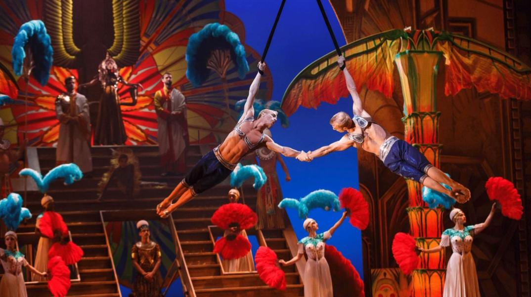 Ho! Ho! Ho! 🎅 Wir verlosen 2×2 Tickets für Cirque du Soleil Paramour – das Musical! 🎁