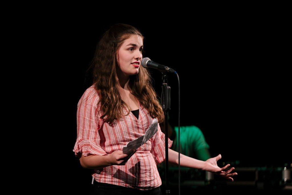 Die Wortpoeten greifen sich die Mikros auf dem Zeise Poetry Slam!