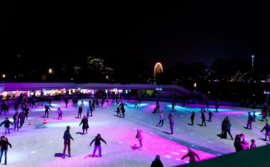 Auf der Clubnight genießt du Eislaufvergnügen und DJs!