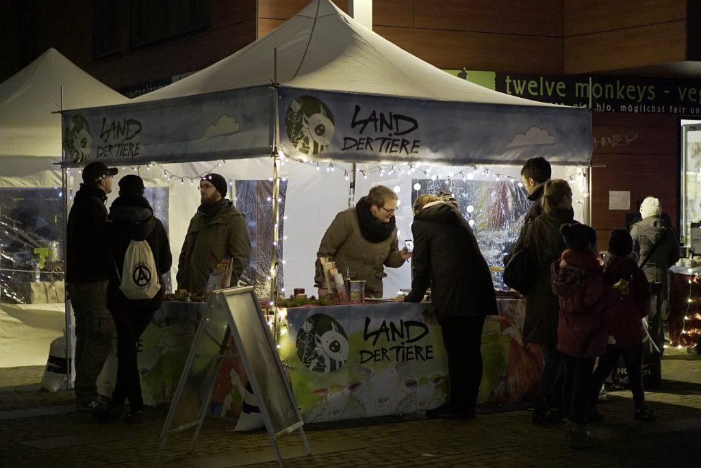 Auf dem veganen Wintermarkt erwarten dich tolle Food- und Kunst-Stände!