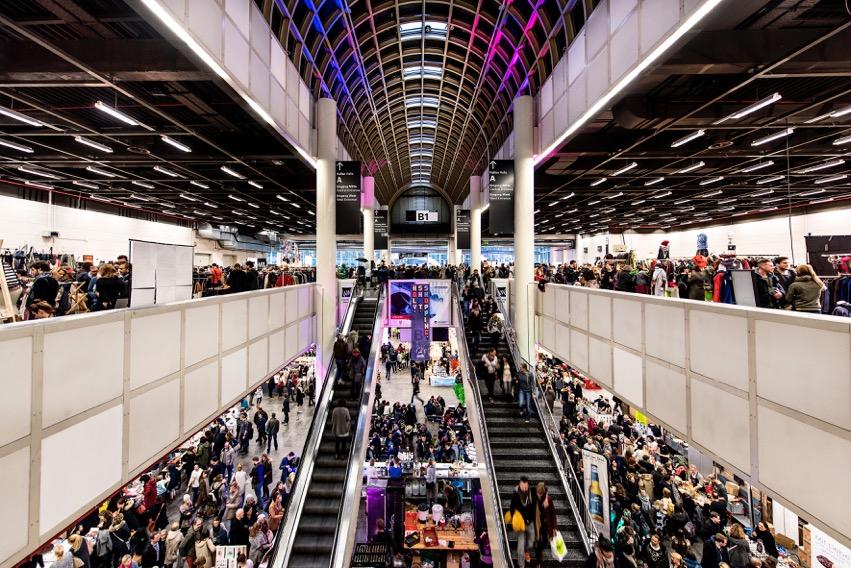 Holy Shit Shopping – das fröhliche Weihnachts-Shopping in der Messe Hamburg steht an.
