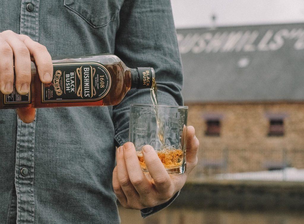 Schon Bushmills Irish Whiskey gekostet? Ab zum Afterwork in den Denham-Store. 🥃