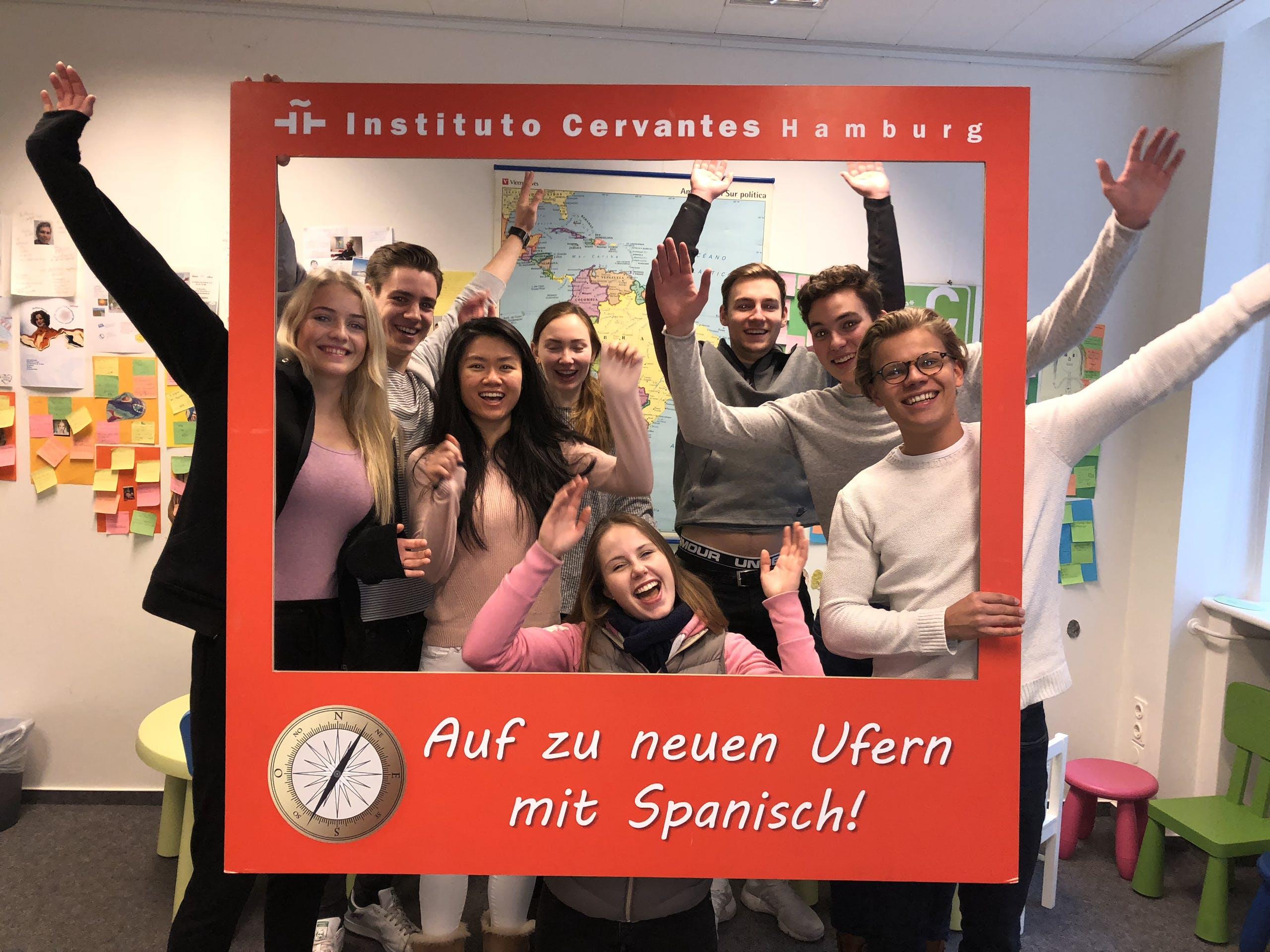 Ho! Ho! Ho! 🎅 Es gibt 3 Spanischkurse im Instituto Cervantes zu gewinnen! 🇪🇸