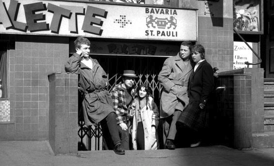 Kellerkneipen & Hafenarbeiter: sehe dir lebhafte Filme über das Milieu der 60er an!