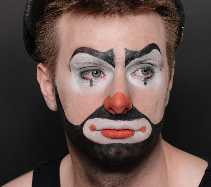 Aus blutdruckerhöhendem Alltagskampf macht Moritz Neumeier Stand Up Comedy!