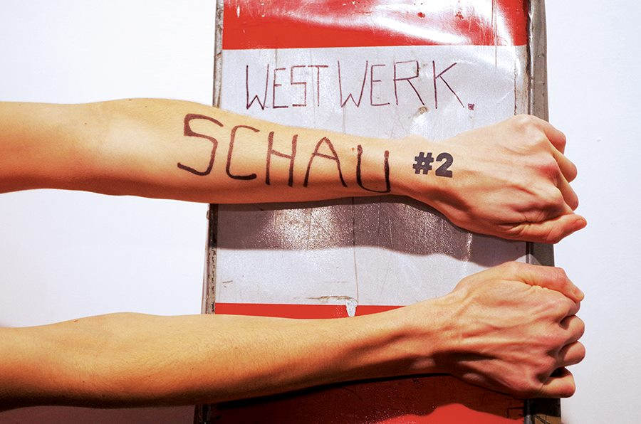 Performancekunst auf der Westwerk.Schau.