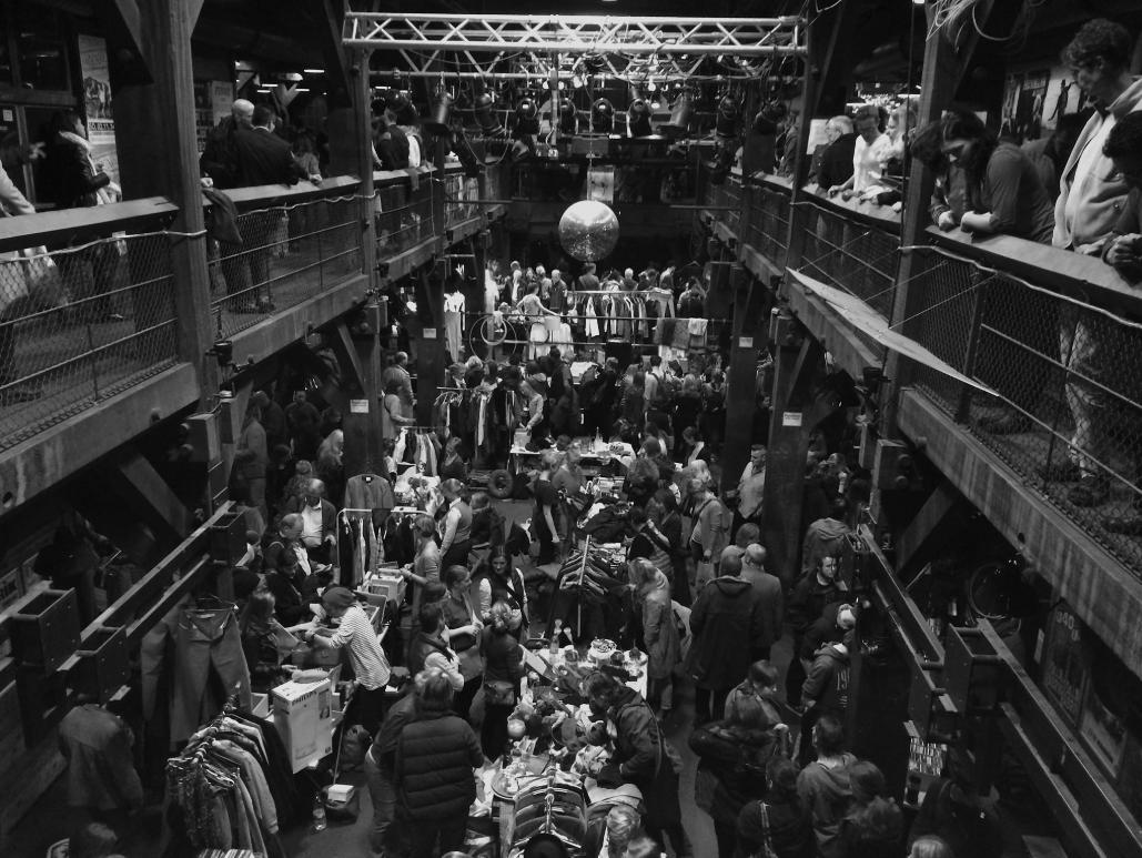 It's time to shop! Die Fabrik steckt voller Flohmarkt-Schätze.