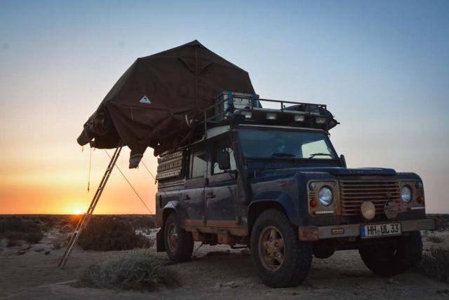 """AUSVERKAUFT // """"REISS AUS"""" erzählt von zwei Jahren Westafrika und 675 Abenteuern."""