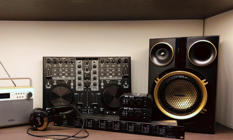 Auf Schnäppchensuche? Ab zum Audio-Flohmarkt für gute Boxen und DJ-Equipment.