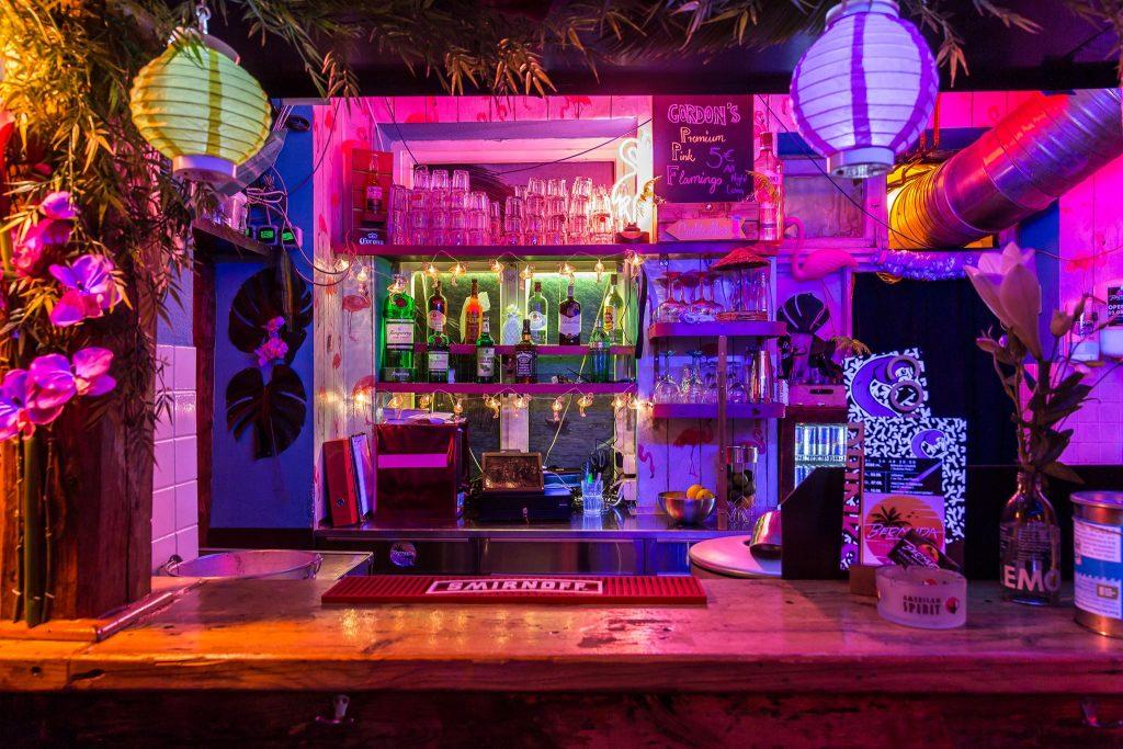 Die 90er-2000er Party in den Tropen wartet nur noch auf dich!