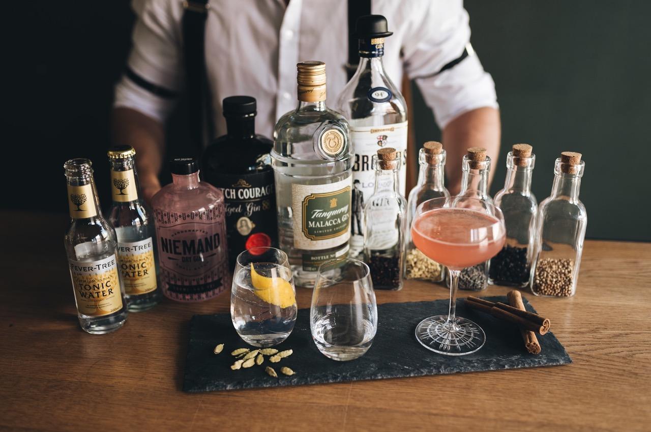 Bereit fürs Gin Tasting? Mit den Jungs von Tins & Tales schmeckts.