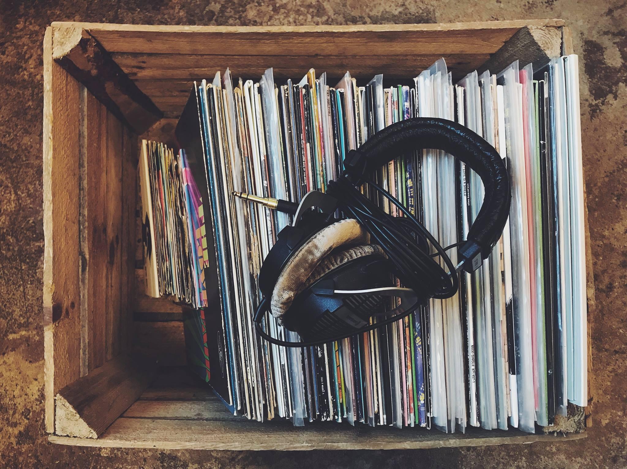 Super.Platten: Warmen Vinyl-Sound mit einem Glas Wein genießen!