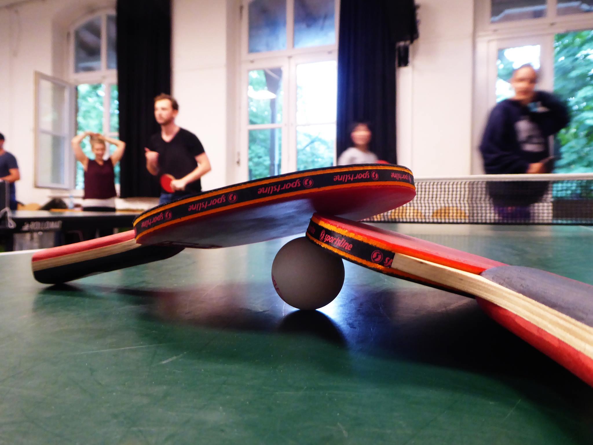 Unterstütze das HausDrei mit einer Runde Tischtennis – oder 2, 3!