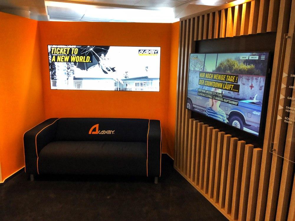 Die Academy Intensivfahrschule Wetjen öffnet die Tore mit Tesla & VR!