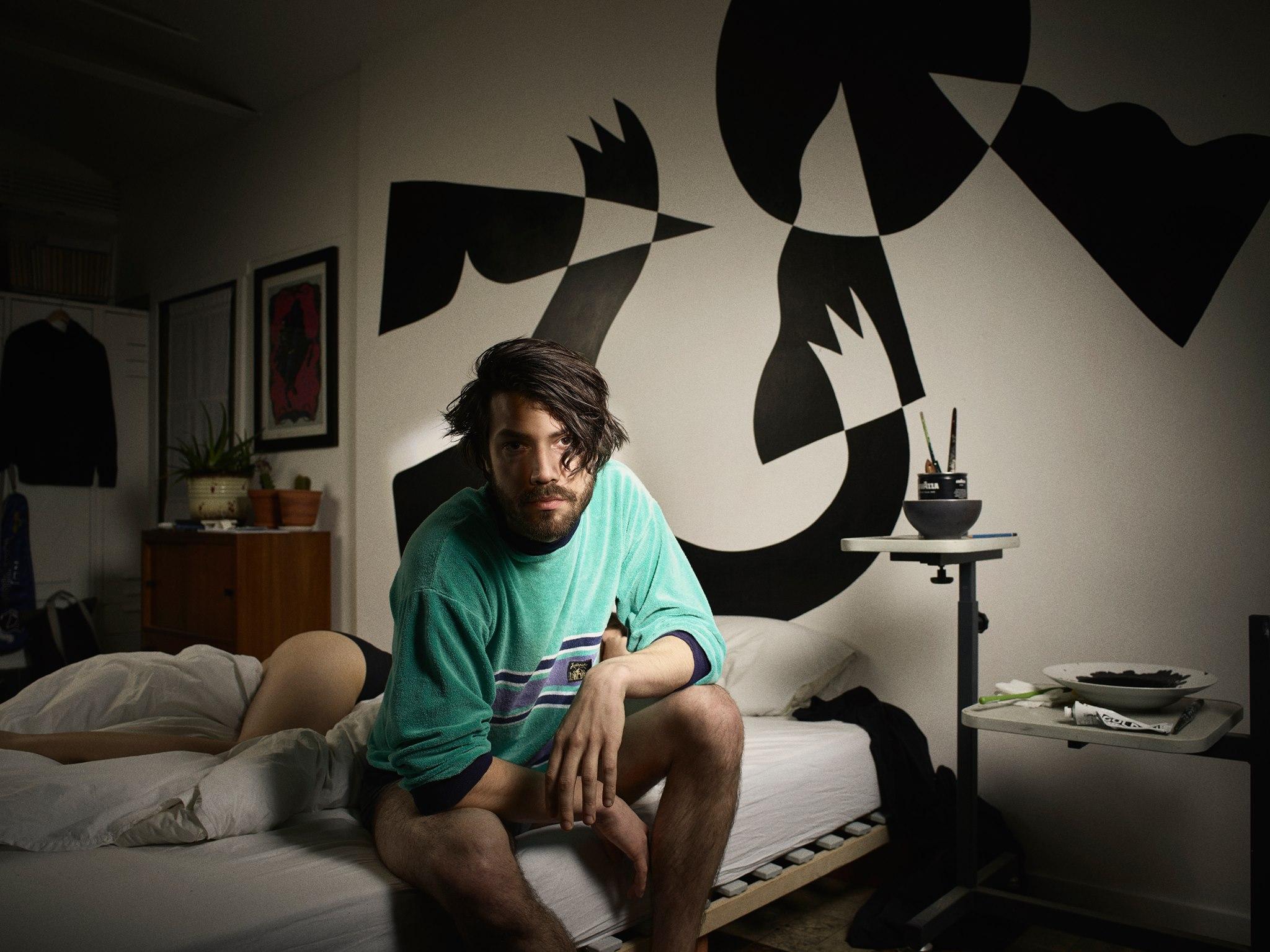 Der belgische Produzent Faces On TV schenkt psychedelischen Pop!