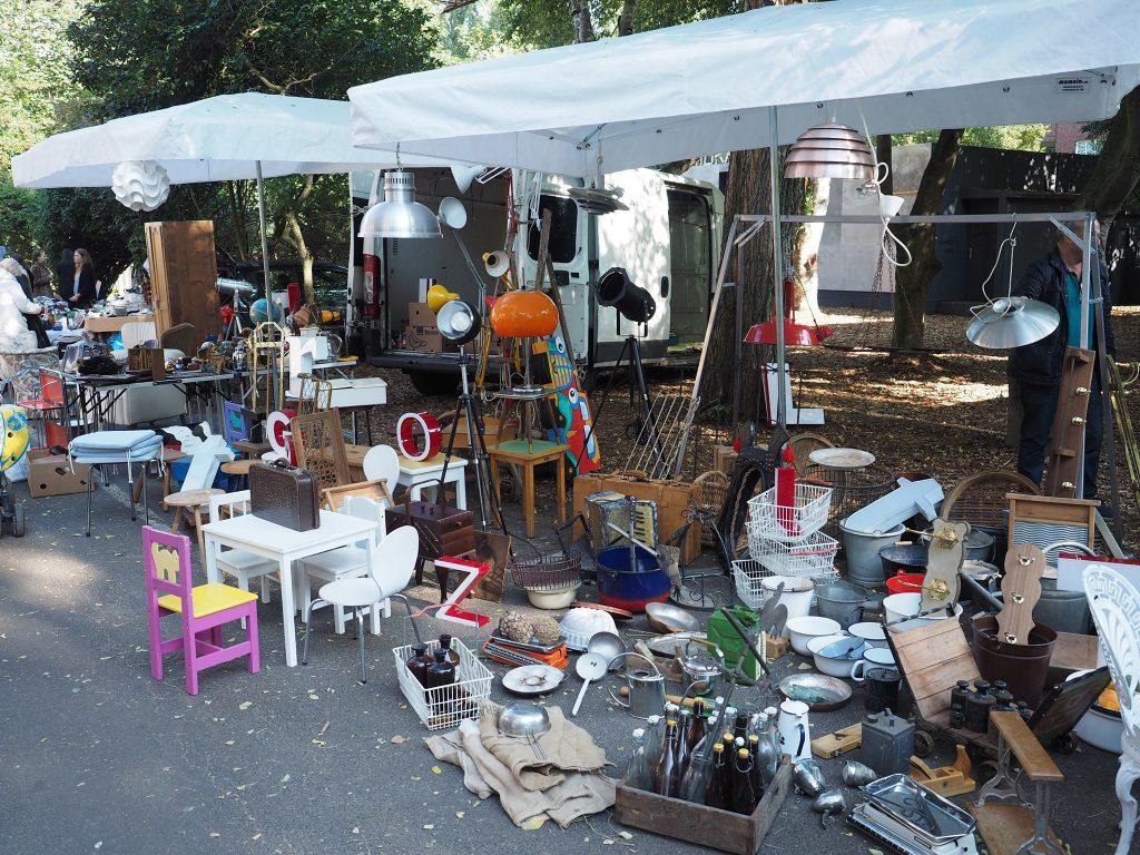 Beim Flohmarkt Kampnagel gibt es kleine, unscheinbare Kostbarkeiten.