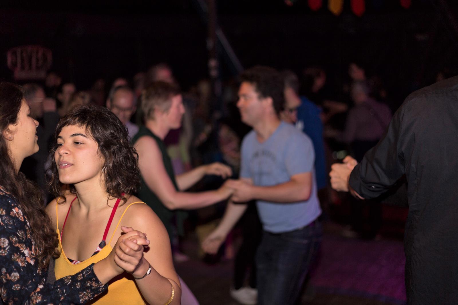 Der Tanzboden lädt ein zum Forró unter freiem Himmel.