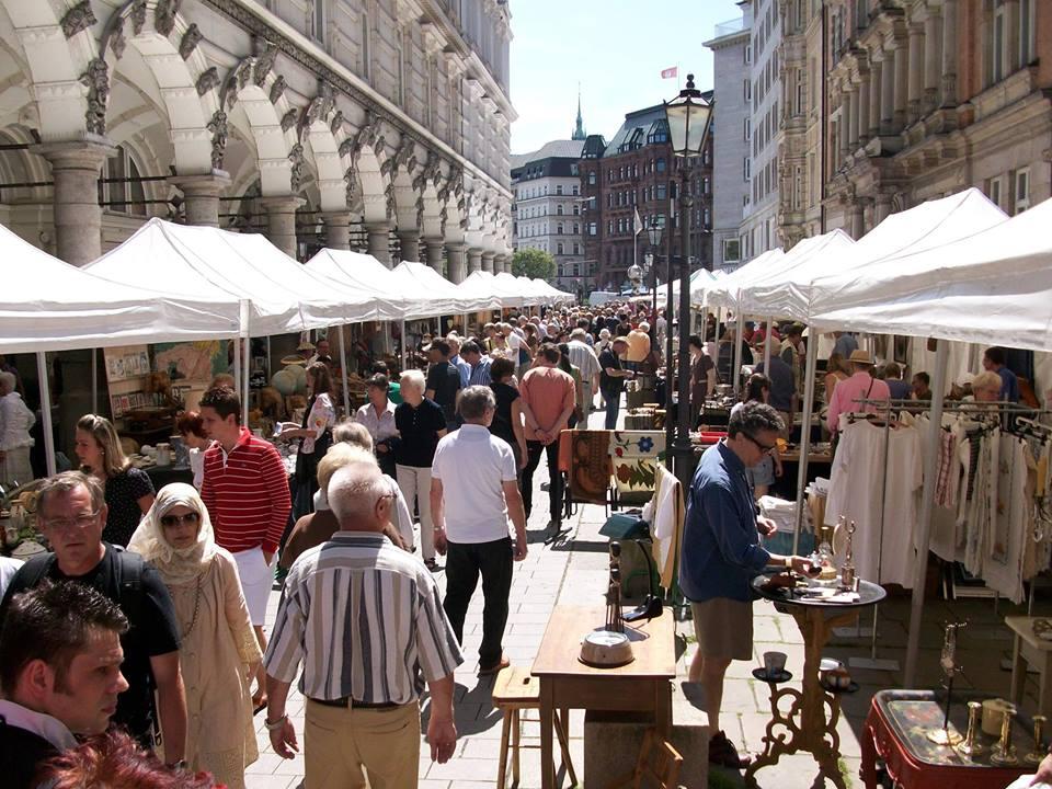 Nutze den freien Tag und flaniere über den Antique & Design Market.