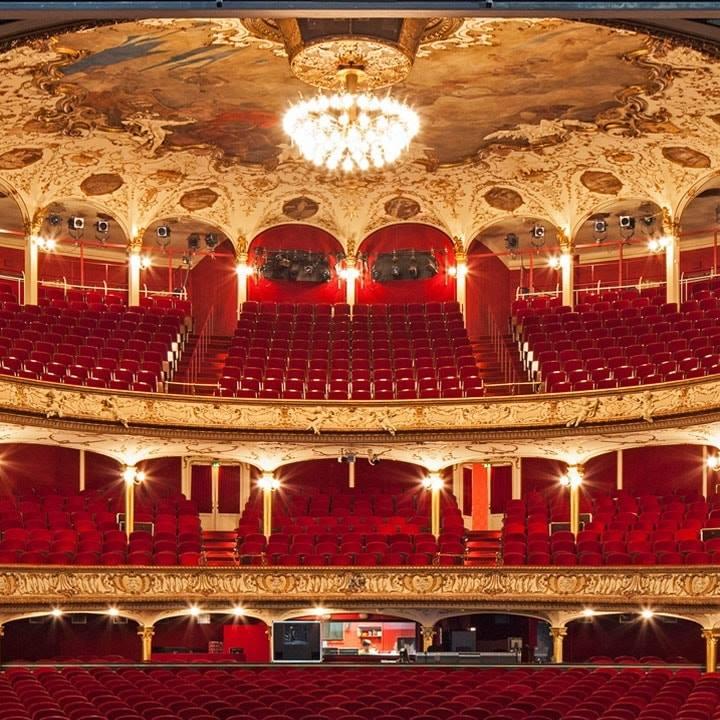 Führung: Lasse dir die Geheimnisse des Schauspielhauses zeigen!