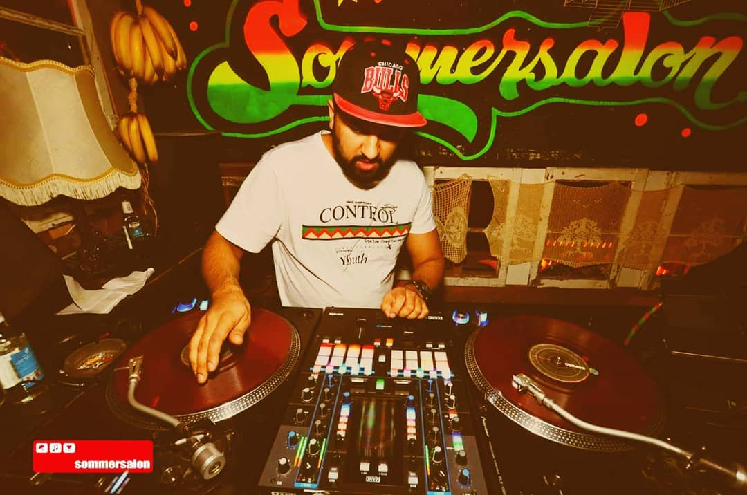 Mit DJ SEVEN X gehts partymäßig zurück in die Zukunft.