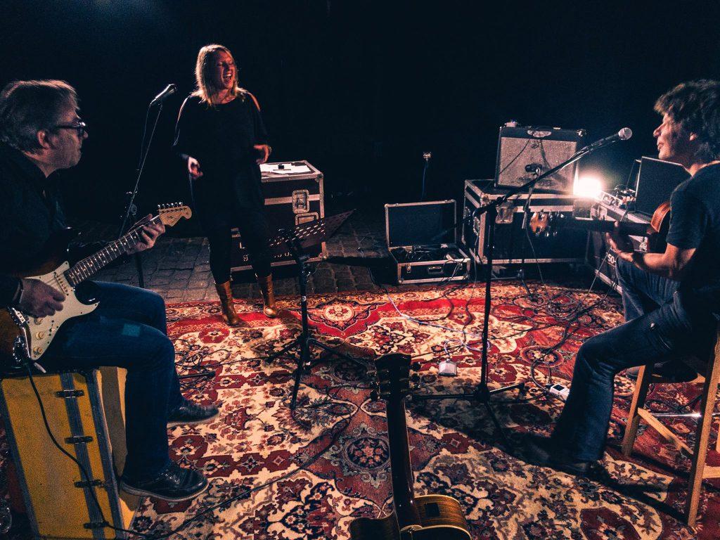 Balkonkonzert: Roadbird spielen individuellen Songwriter-Rock!