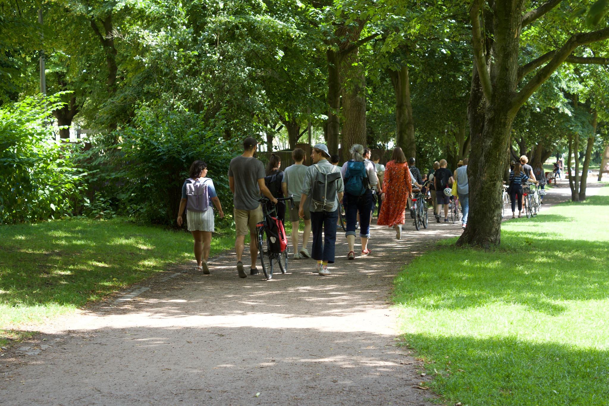 Erkunde Alster, Bille und Elbe bei einem Spaziergang mit Experten.