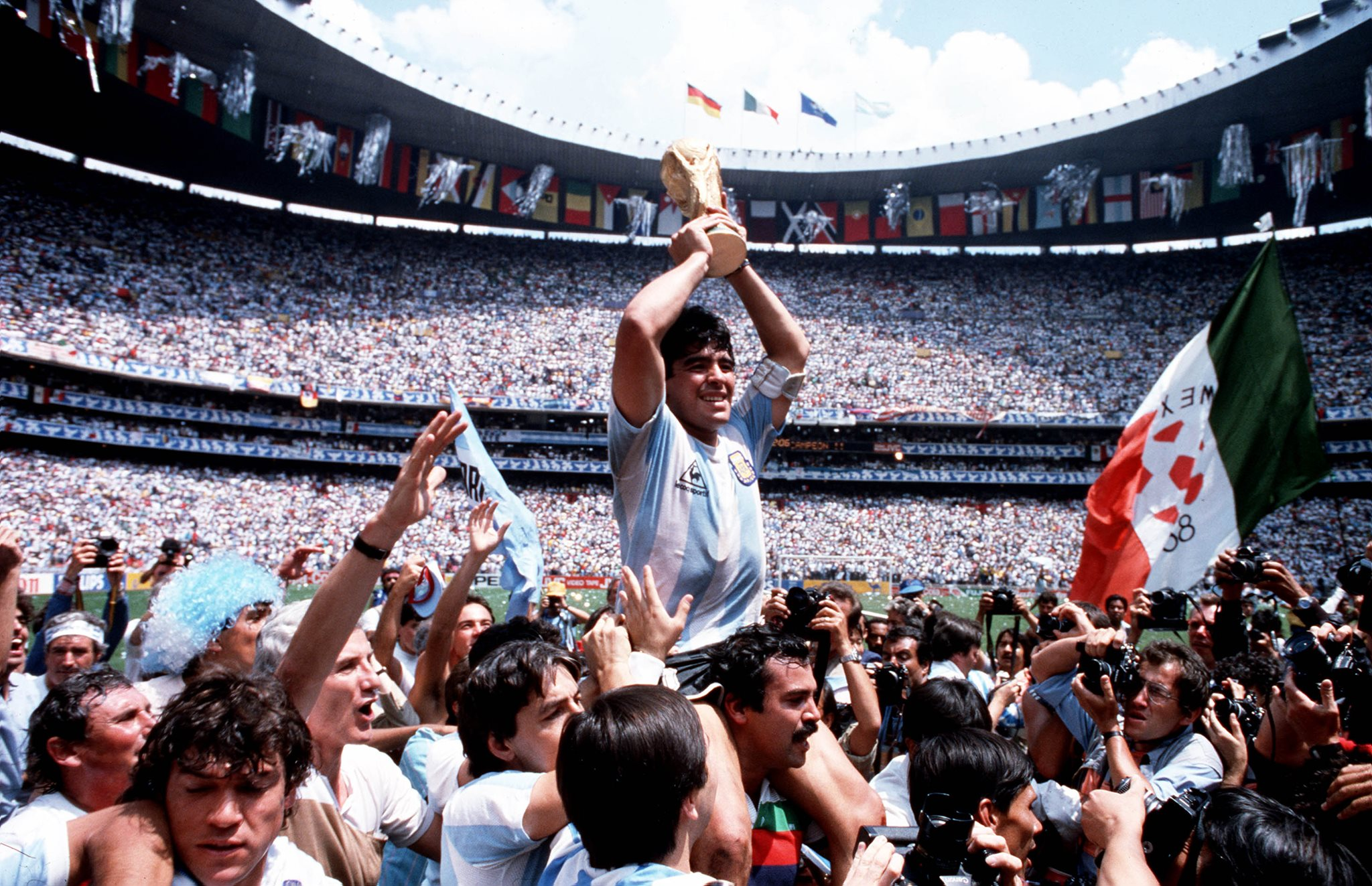 """Nationalspieler Ditmar Jakobs stellt den Film """"Diego Maradona"""" vor!"""
