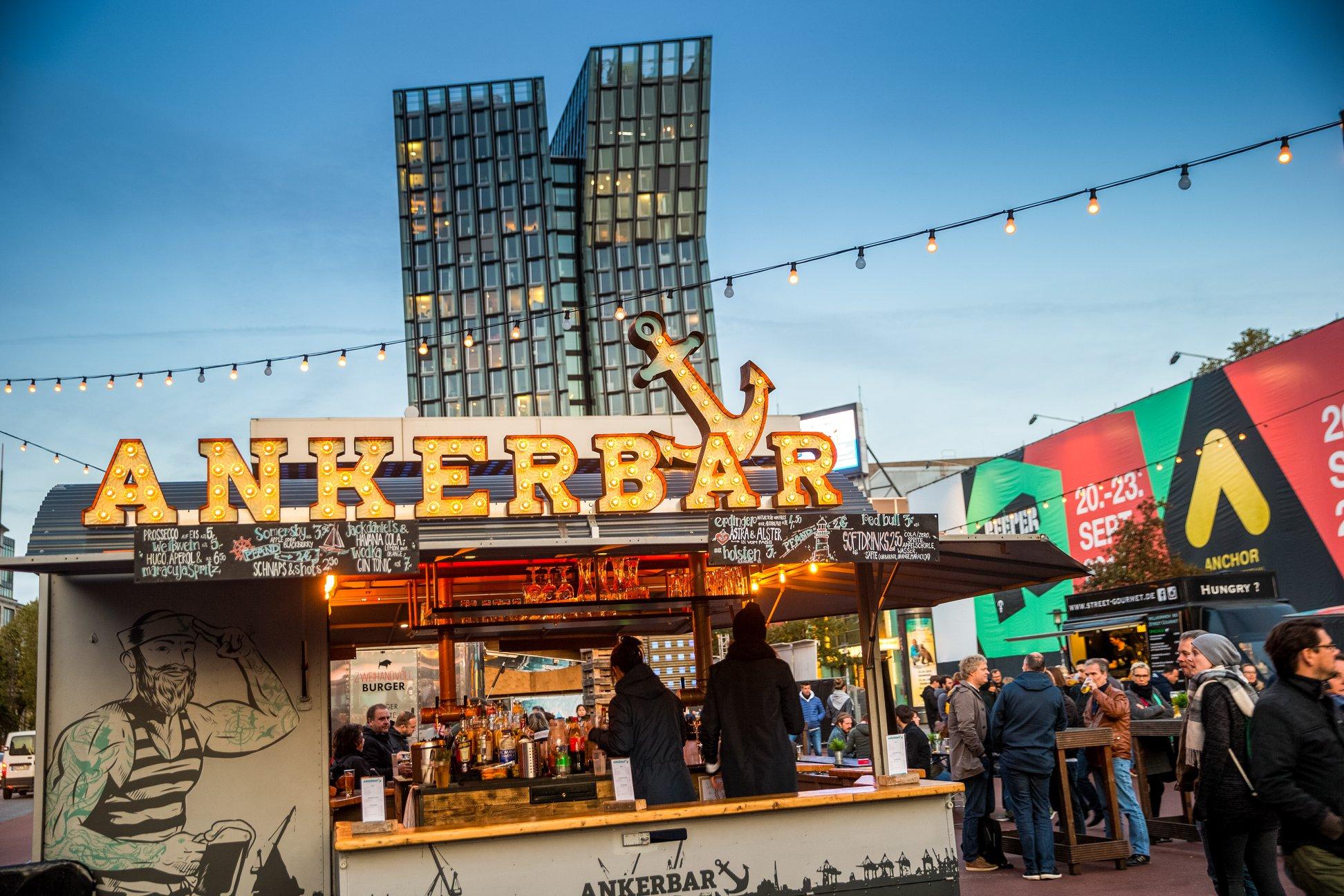 Der St. Pauli Nachtmarkt bietet Street Food, AfterWork & Hamburgs längste Tafel!