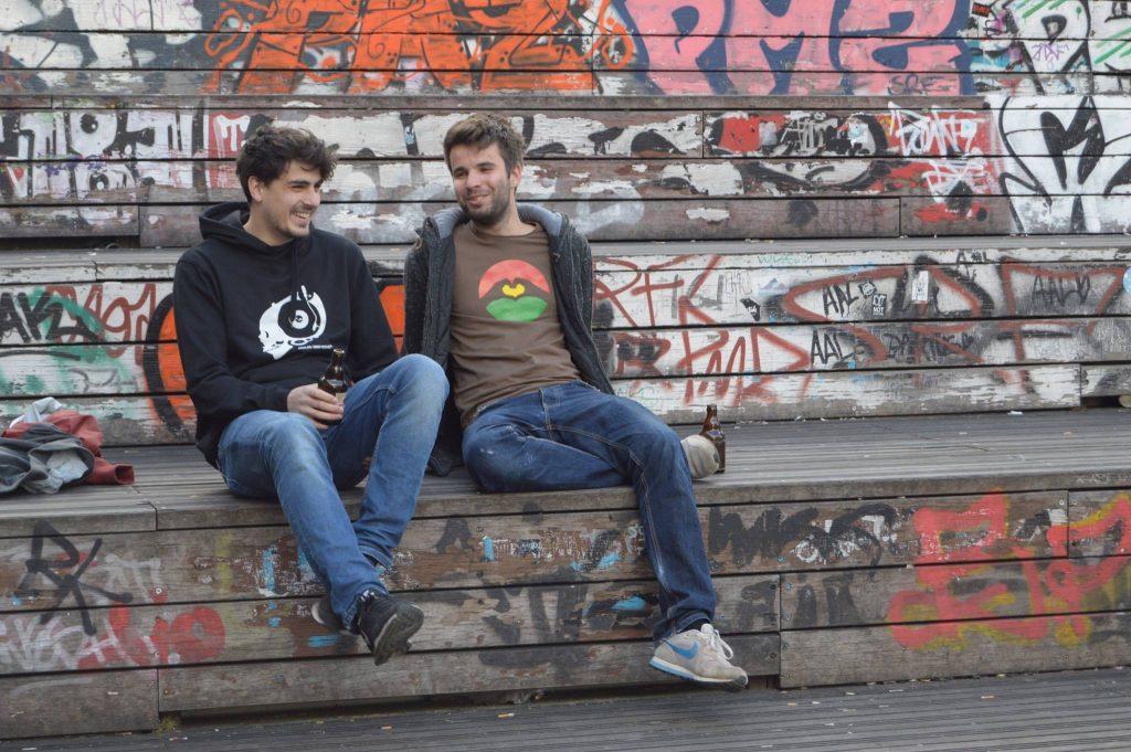 Jan Salander & Tarek bringen dich mit einer Acoustic-Session ins Wochenende.