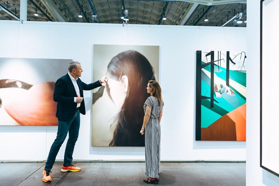 Entdecke zeitgenössische Kunst bei der Affordable Art Fair Hamburg.
