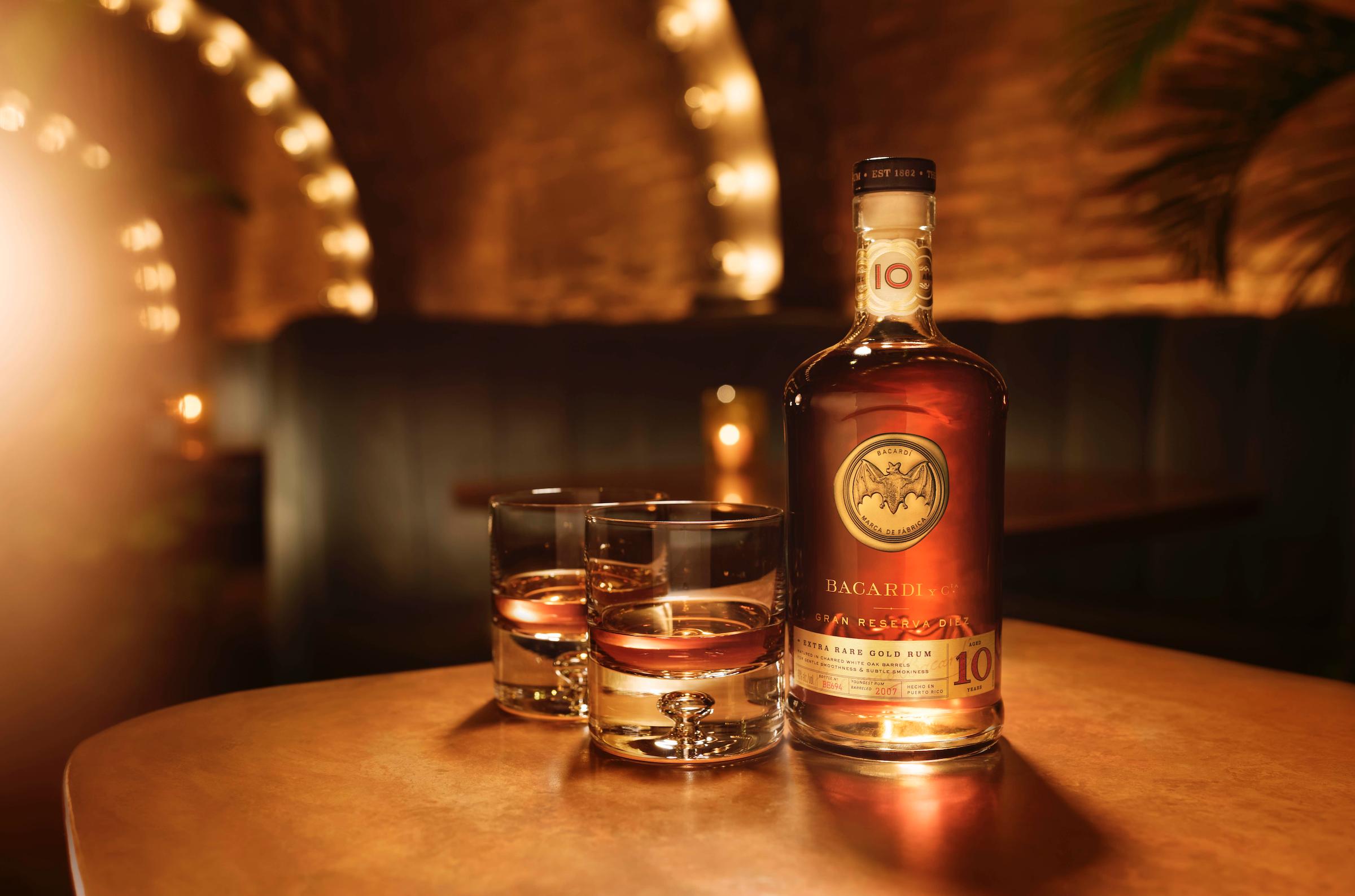 Das ist was Feines! Im exquisiten BACARDÍ Rum Room schmecken die Drinks.