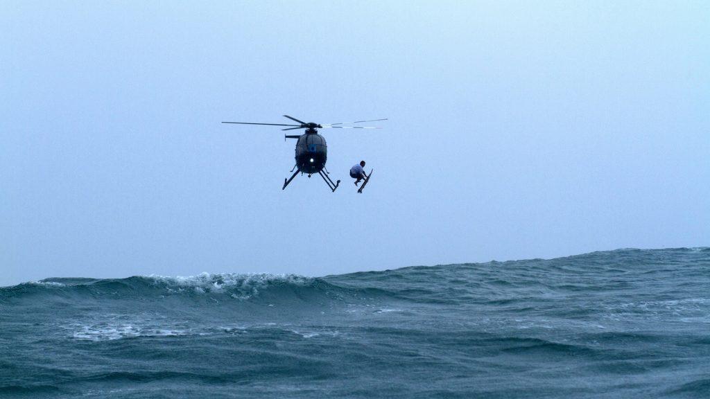 """Die Surf Movie Night präsentiert den Surffilm """"Heavy Water""""."""