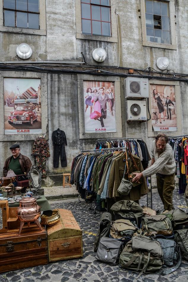 Kleidung, Kleinkrams und Musikgedöns findest du auf dem Flohmarkt im Gängeviertel.