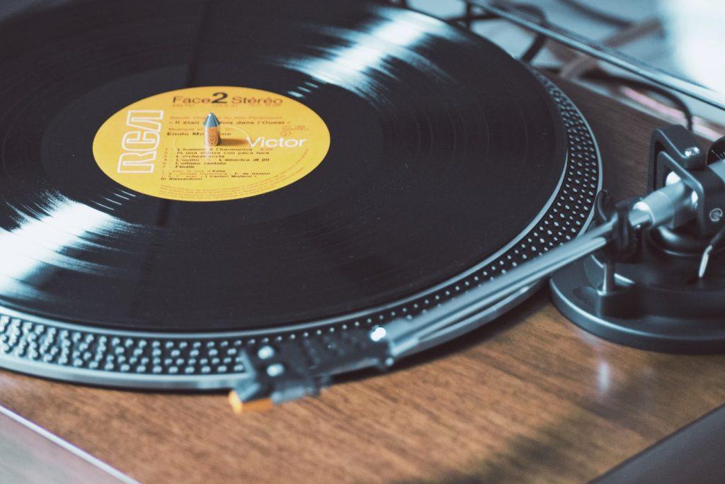 Du liebst Vinyl? Dann musst du zum TFIVC – The First International Vinyl Club!
