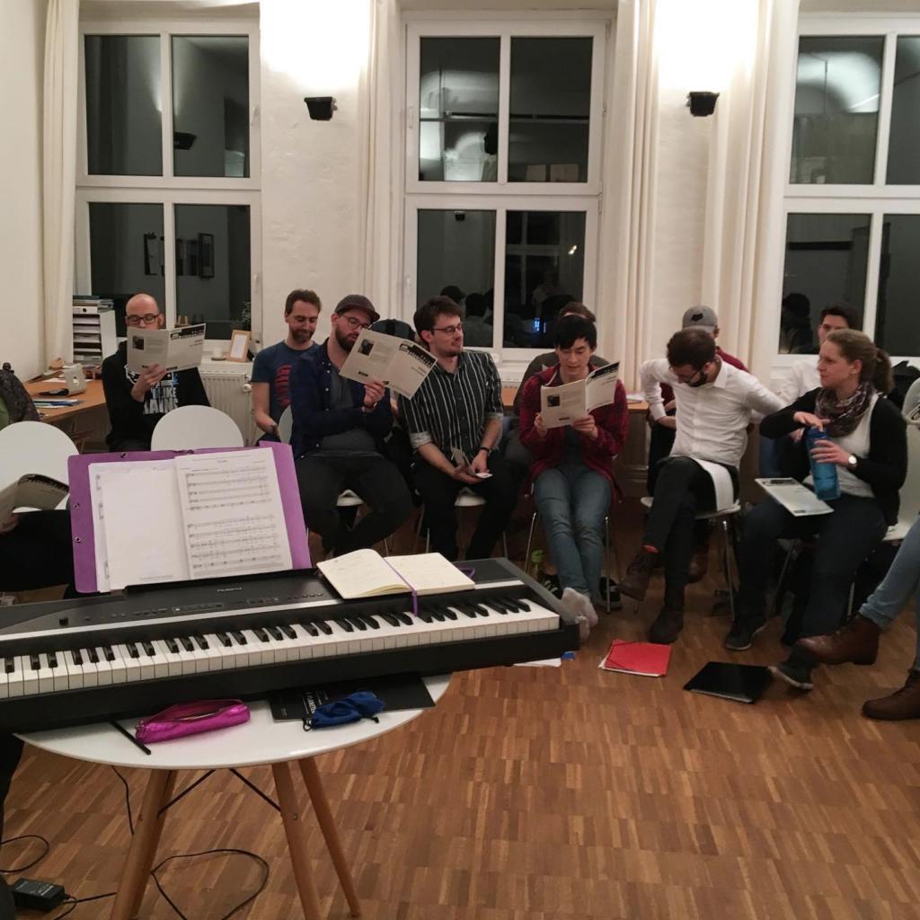 """Lausche entspannenden Klängen vom Kammerchor """"Klub Konsonanz""""."""