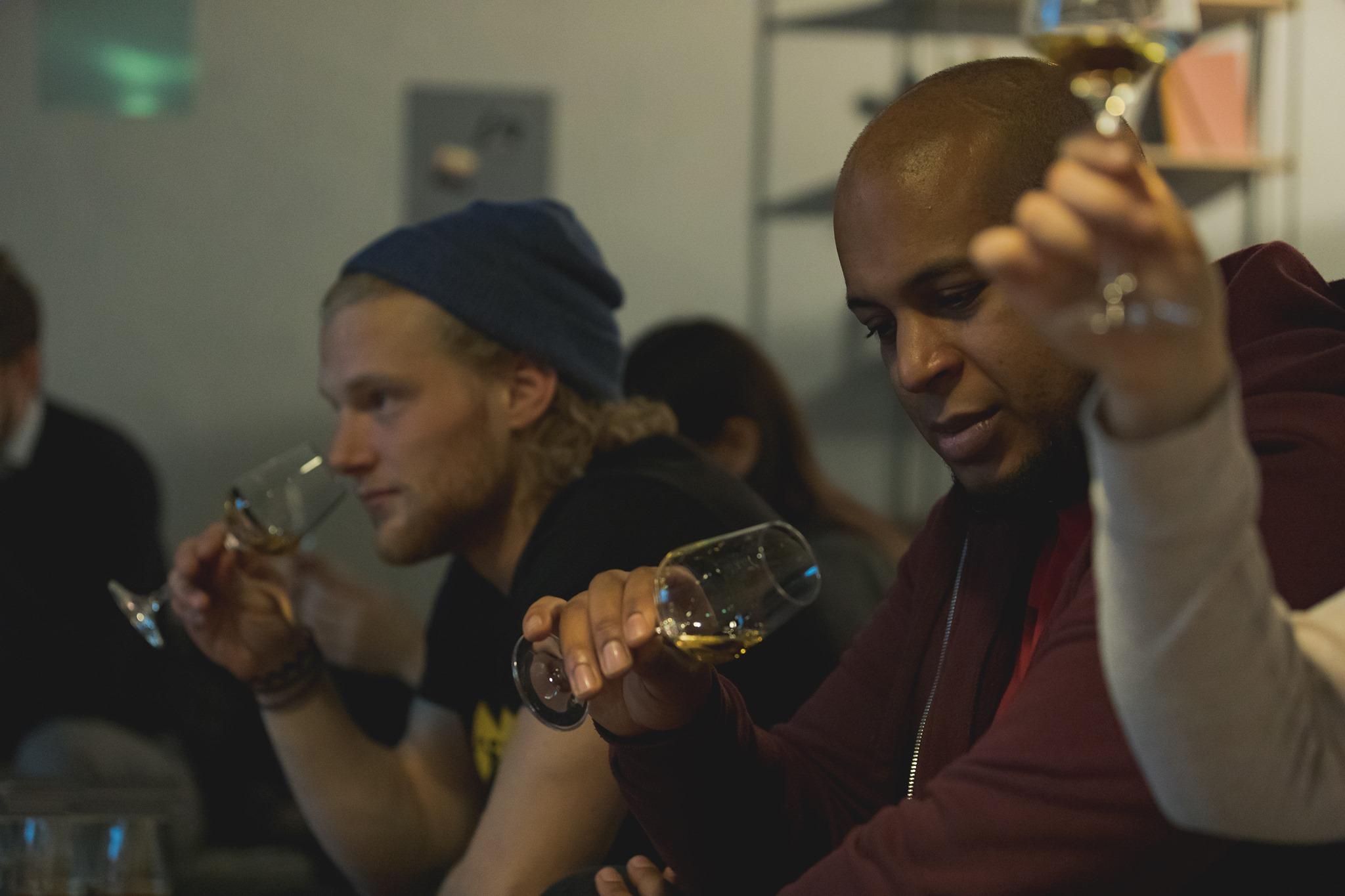 Beim Whisky-Tasting lernst du alles über das Destillat.